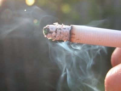 たばこ吸う